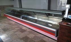 478 obslužná vitrina 5,7 m