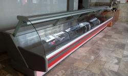 480 obslužná vitrina 5,7 m